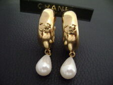Auth Chanel Vintage Gold CC Hoop Top w/ Oval Pearl Dangling Clip Earring(2/9)