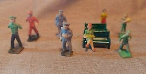 Plasticville 1950's People O scale (8) & 2 benches painted incl Mailman & Police