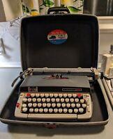 SMITH CORONA CLASSIC 12 MANUAL PORTABLE TYPEWRITER HARD CASE MCM VTG GRAY/BLUE