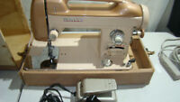 Vintage Heavy Duty White 262 Sewing Machine with Foot Pedal, Case. TESTED