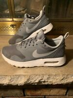 Nike Air Max Tavas Cool Grey Wolf Grey White 814443 002 Youth Size 6.5Y Swoosh