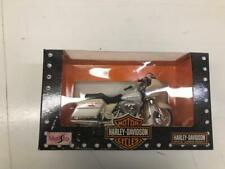 Harley Davidson Maisto 1-18 Scale Replica 2002 FLTR Road Glide (HF201sHF11)