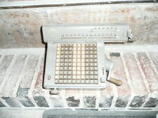 Ancienne machine à calculer NUMERIA tres bel etat