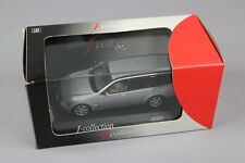 ZC915 J Collection JC021 Miniature Voiture 1/43 Nissan Stagea Station Wagon Gris