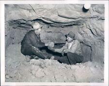 1952 Press Photo Lew Williams & Robert Palmer Examine Ore Dolores Co Colorado