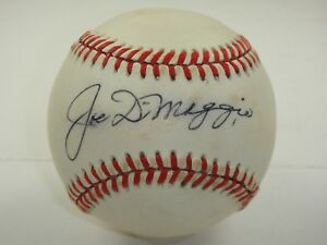 JOE DIMAGGIO SINGLE SIGNED RAWLINGS BASEBALL BECKETT BAS CERTIFIED AUTOGRAPH..