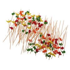 Des morceaux de 100 fruits en bambou pique-niques