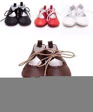Markenlose Baby-Schuhe aus Leder mit Schnürsenkeln