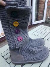 Botas Ugg Australia Cardy de punto gris con botones de varios colores Size UK 5