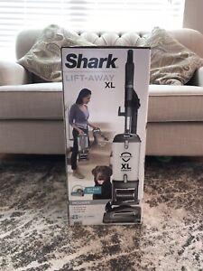Shark UV650 Navigator Lift-Away XL Upright Vacuum