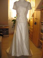 romantisches Brautkleid Hochzeitskleid von Pronovias mit Brokat und Perlen