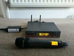 Sennheiser EW100 G3 Diversity Receiver with Handheld EW100 G3 Wireless Mic 835
