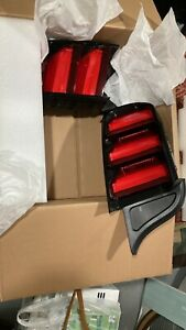 Tail Light Shelby GT350  Fits 15-18 MUSTANG.   VERY GOOD CONDITION!!!