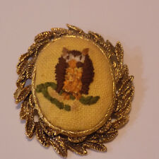 Vintage Needlepoint Owl Brooch Pendent  in gold tone frame (56)