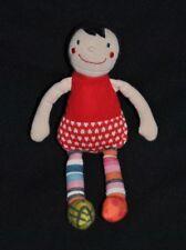 Peluche doudou poupée fille EBULOBO FNAC Oxybul Eveil et Jeux rouge 22 cm TTBE