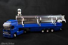 LKW mit Glastank-Auflieger in blau