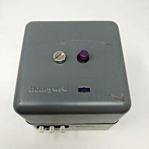 Honeywell RA890G 1260 Rev8 Protectorelay Flame Relay RA890G1260 c/w Q270A base