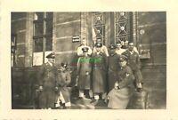 Foto - Wehrmacht Offiziere Posieren vor Klinik für Nervenkranke  9,5x6,5