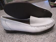 Women's Shoes SAS Size 8 S IVORY NARROW LOAFERS NWOT