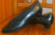 """HUSH PUPPIES * Soft Style SHOES Black PUMPS Leather Uppers 1 3/4"""" Heels sz 8.5 N"""