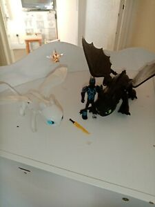 How to train your dragon action figures Light Fury And Night Fury. Toothless