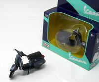 Modell Motorroller 1:18 Vespa P150x metallic blau 1978   Display Box Maisto