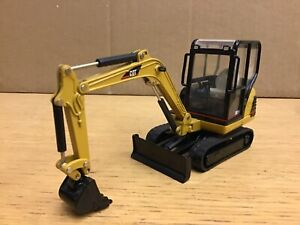 1/32 scale Caterpillar 302.5 tracked excavator bagger by Norscot 55085 Cat