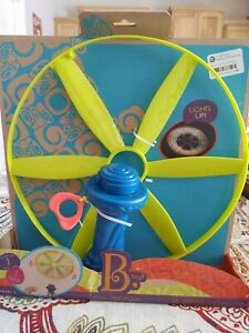 Btoys Disc-Oh Flyer Frisbee Disc (Does Not Light Up) Pull Out Winder Handle