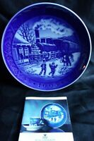 """Royal Copenhagen 1993 Christmas Collector Plate """"Christmas Guests"""" MINT"""