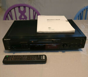 SONY MINIDISC DECK MDS-JE530 PLAYER/RECORDER. Remote control and original manual