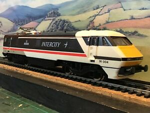 Hornby R585 class 91 B.R Swallow livery. 91 004. 'The Red Arrows'. Boxed.