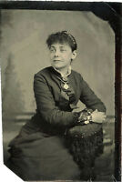 ANTIQUE TINTYPE PHOTO PORTRAIT OF A BEAUTIFUL YOUNG WOMAN