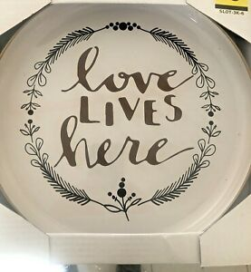 """New Metal Hanging """"Love Lives Here"""" Wall Art/Sign Decor"""
