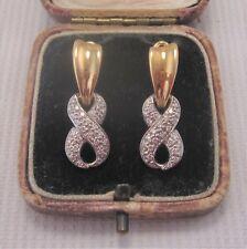 Un par de juego de pendientes de diamantes en oro macizo 18 CT