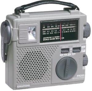 GRUNDIG FR-200 EMERGENCY AM/FM SW RADIO BAND LIGHT CRANK BATTERY CASE RECHARGE