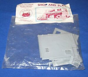 Vintage Dapol HO/OO Shop and Flat Model Kit