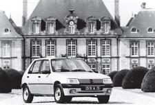 carte postale - PEUGEOT 205 Devant château