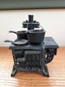 Vintage Mini Queen Metal Coal Cooking Stove & Cast Iron Pots Dollhouse Miniature