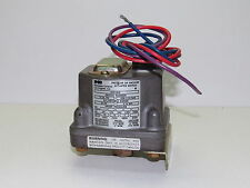 Barksdale D1H-H18 Pressure or Vacuum Actuated Switch .4-18 PSI (D1HH18) - NEW