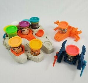PLAY-DOH Star Wars Mold Playset Millennium Falcon Ships 10 Can Heads