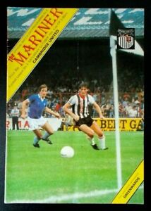 The Mariner Official Match Day Programme Grimsby Town Cambridge United Oct 1981