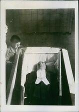 Enrico CARUSO (Opera): Original Press Photo in his Coffin