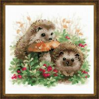 RIOLIS 1469 Hedgehogs and cranberries Embroidery counted