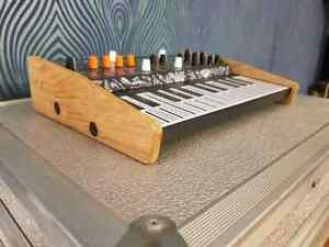 Recessed Solid Oak stand for the Arturia Microfreak Synth Synths And Wood