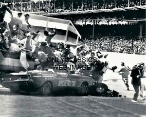 1971 INDY 500 DODGE CHALLENGER PACE CAR CRASHING PHOTOGRAPHERS STAND 8X10 PHOTO