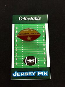 Kansas City Chiefs Tony Gonzalez football lapel pin-Collectible