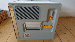 Lufthansa Board Box Flugzeugtrolley