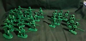 ARMIES IN PLASTIC NAPOLEONIC WARS PRUSSIAN INFANTRY 24 FIGURE LOT 992.