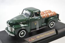 CHEVROLET 1950 PICKUP BARRELLS NEW 32391 1:32 SIGNATURE DIECAST MODEL GREEN