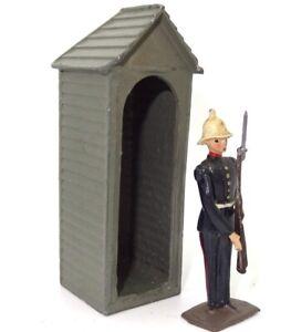 BRITAINS 1940'S ROYAL MARINE IN DRESS UNIFORM IN LEAD SENTRY BOX